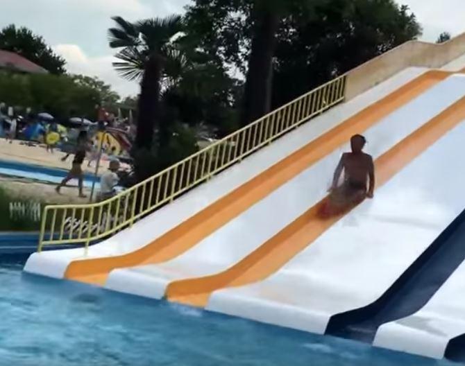 しらこばと水上公園スライダーおじさん