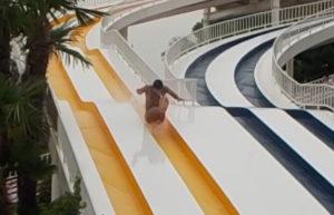 スライダー兄さん飛ぶ!しらこばと水上公園