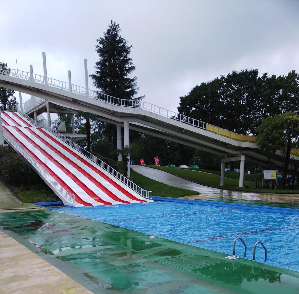 令和のスライダーおじさんしらこばと水上公園スライダー滑走